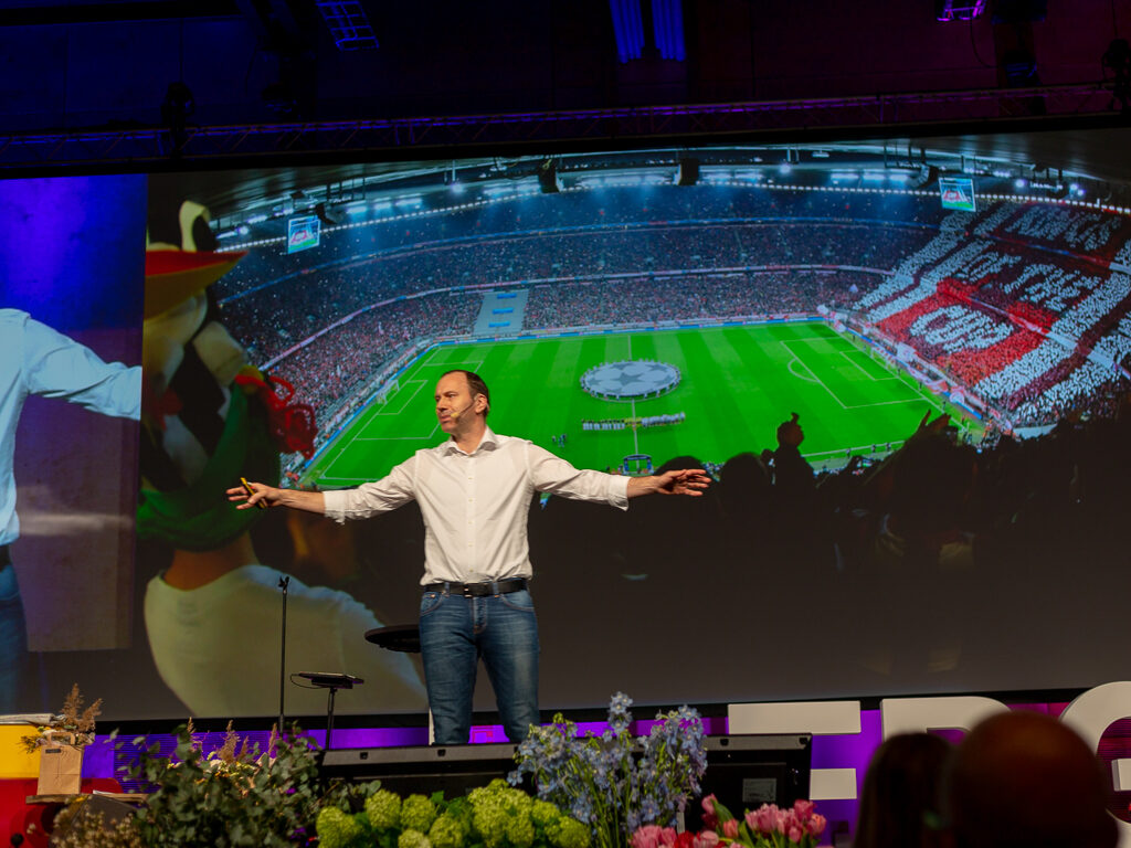 Jonas Eriksson pratar om att vara chef över  över värdens bästa fotbollsspelare