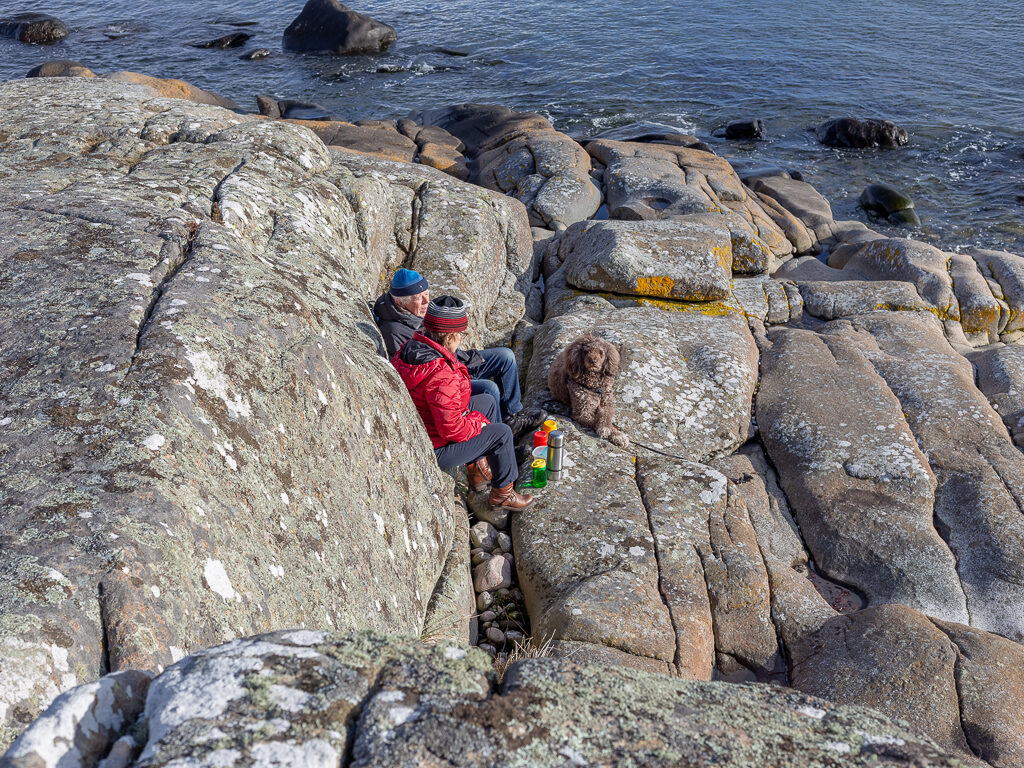 Fikapaus bland klipporna på Getterön