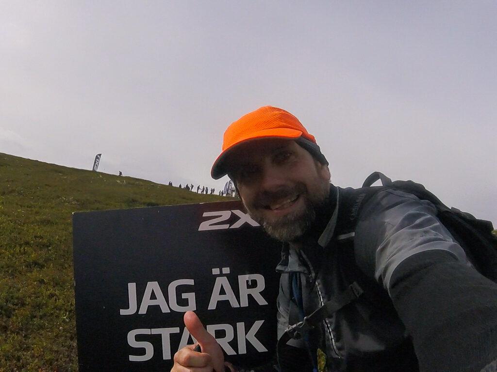 Hans ger tummen upp på Idre fjällmaraton 2019.