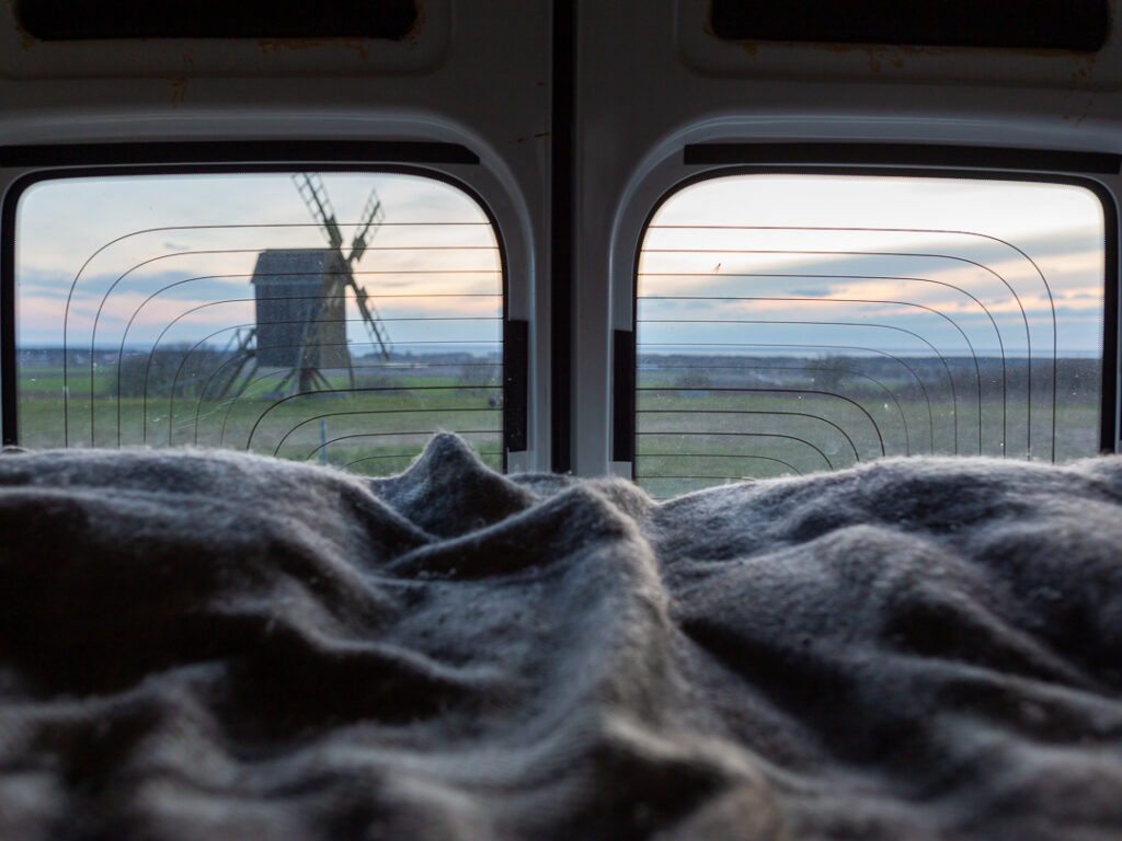 Utsikt från sängen i husbilen